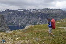 Caminhada confiante rumo ao cume.